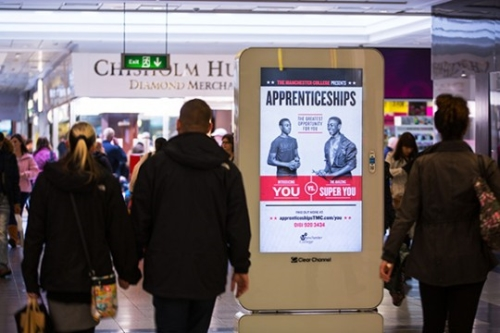 Digital 6-sheet shopping mall advertising with Clear Channel